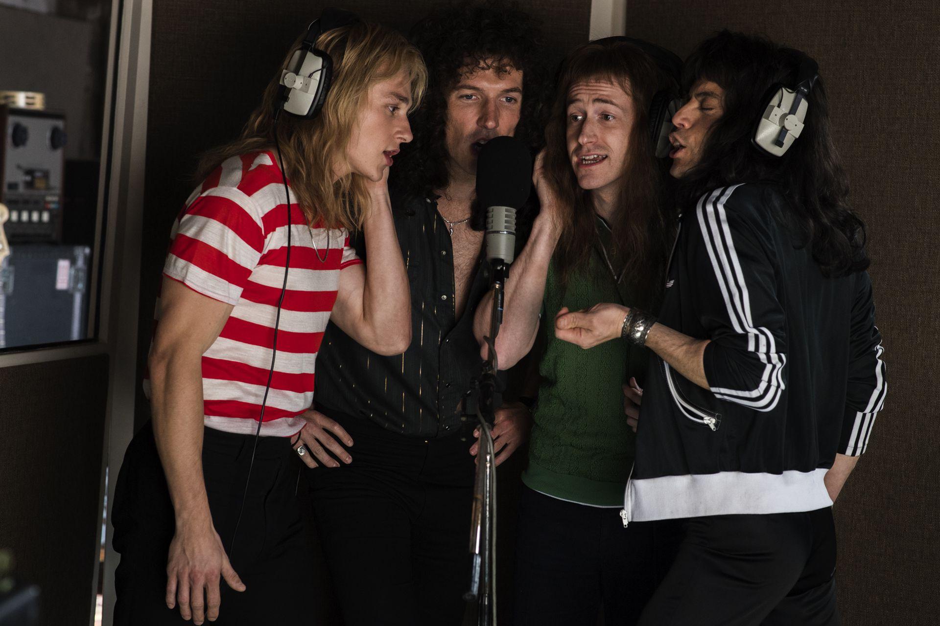 El elenco de Bohemian Rhapsody, en una escena del film