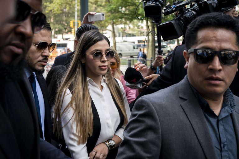 La mujer de Guzmán, Emma Coronel Aispuro, al llegar ayer al tribunal de Brooklyn