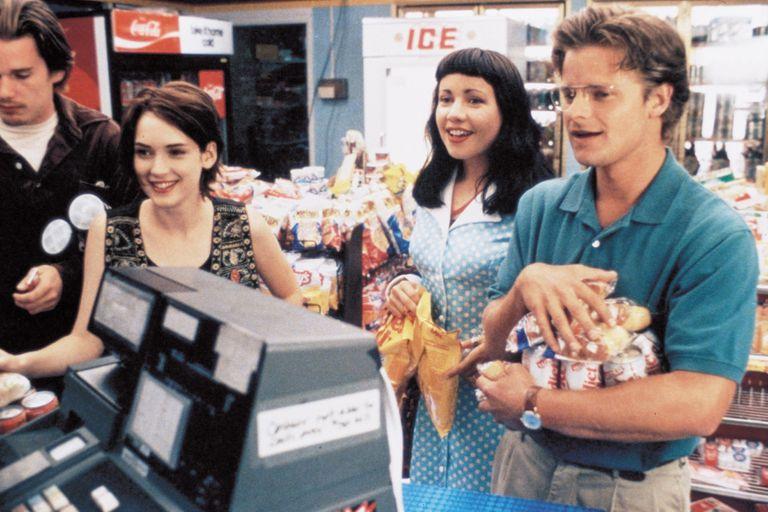 """Reality Bites: Ethan Hawke, Winona Ryder, Janeane Garofalo y Steve Zahn, en una de las escenas más recordadas de la película, al ritmo de """"My Sharona"""""""