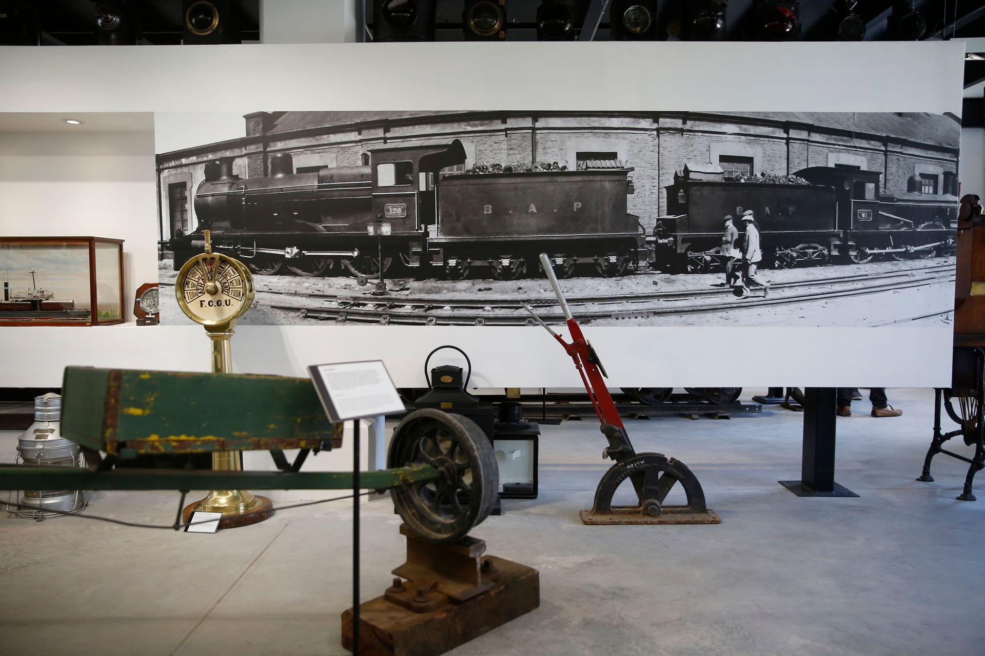 En el museo se exhiben antiguos artefactos para maniobrar los trenes