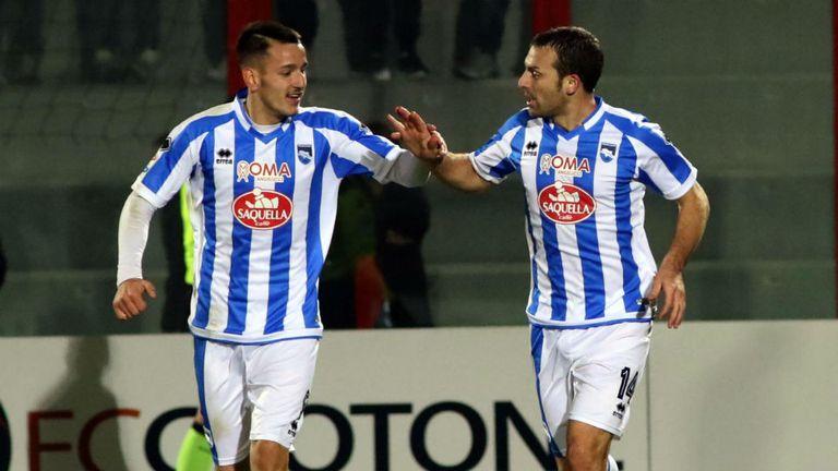 Campagnaro celebra su gol junto a Rey Manaj