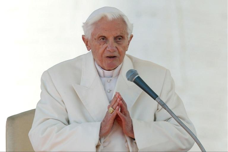 Benedicto XVI, papa emérito, desmintió hoy haber escrito un libro en defensa del celibato sacerdotal junto al cardenal ultraconservador Robert Sarah, un texto que causó gran revuelo, ya que apareció como un intento de presionar a Francisco que podría cambiar esta ley interna de la Iglesia, tal como