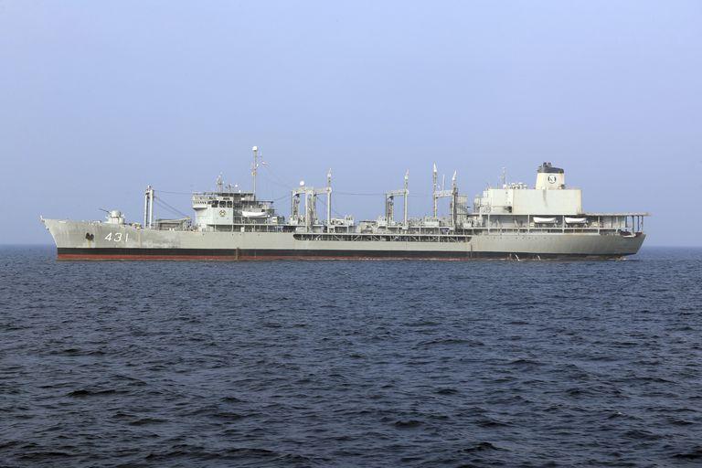 La nave di supporto navale è uscita.  È la più grande nave da guerra della marina iraniana