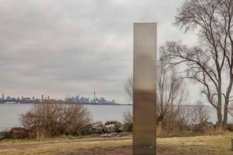 Monolito hallado en Toronto