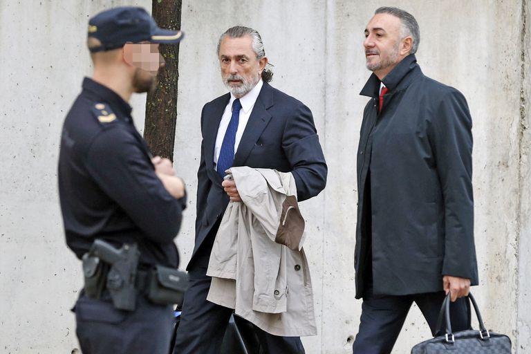 El jueves 24 de mayo, la Audiencia Nacional de Madrid condenó al PP por haber lucrado a través de sobornos, desvío de fondos y adjudicaciones ilícitas de obras públicas; el empresario Francisco Correa fue condenado a 51 años y 11 meses de prisión