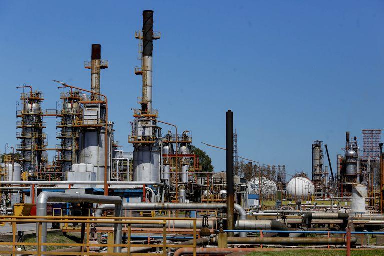 Recorrida por la refinería de YPF en la Plata