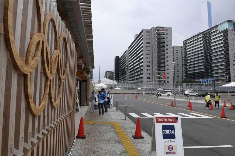 La policía japonesa investiga un festejo grupal con alcohol en la Villa Olímpica de Tokio 2020