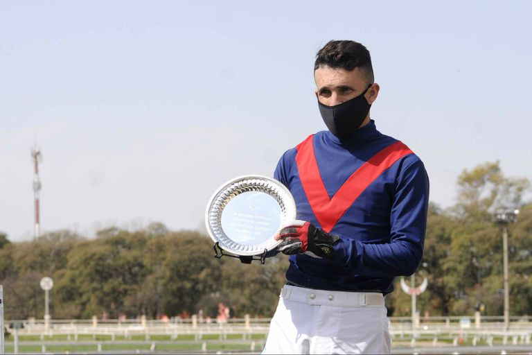 Fabricio Barroso cambia de chaquetilla para el Jockey Club: se baja de Seteado Joy y buscará el trofeo con Don Ringo