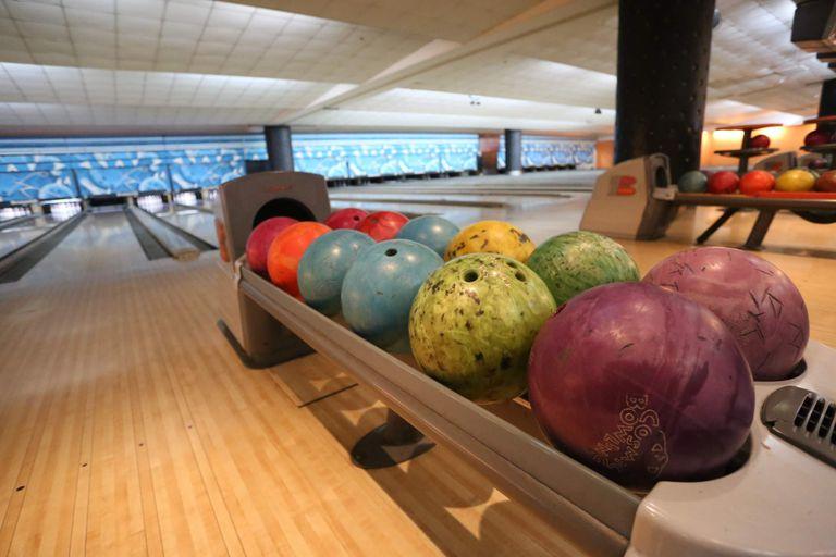 Una tarde de bowling es diversión asegurada para toda la familia