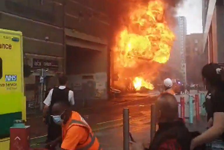 Explosión e incendio en una estación de subte de Londres