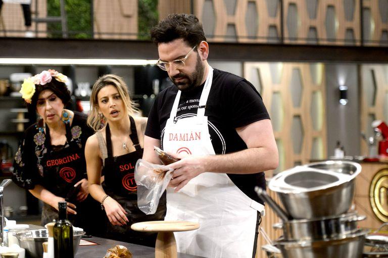 MasterChef Celebrity: Damián Betular guió a las tres semifinalistas y cocinó a la par una de sus especialidades de pastelería