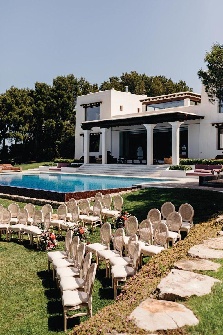 La ceremonia se realizó en una fabulosa villa privada en la zona de Na Xamena, Ibiza.