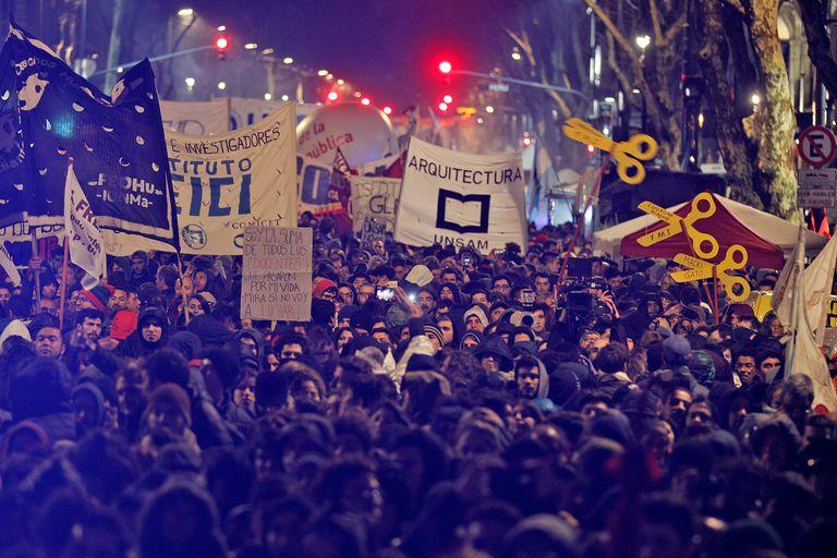 Docentes y estudiantes de todos el país vinieron a Buenos Aires a participar de la movilización