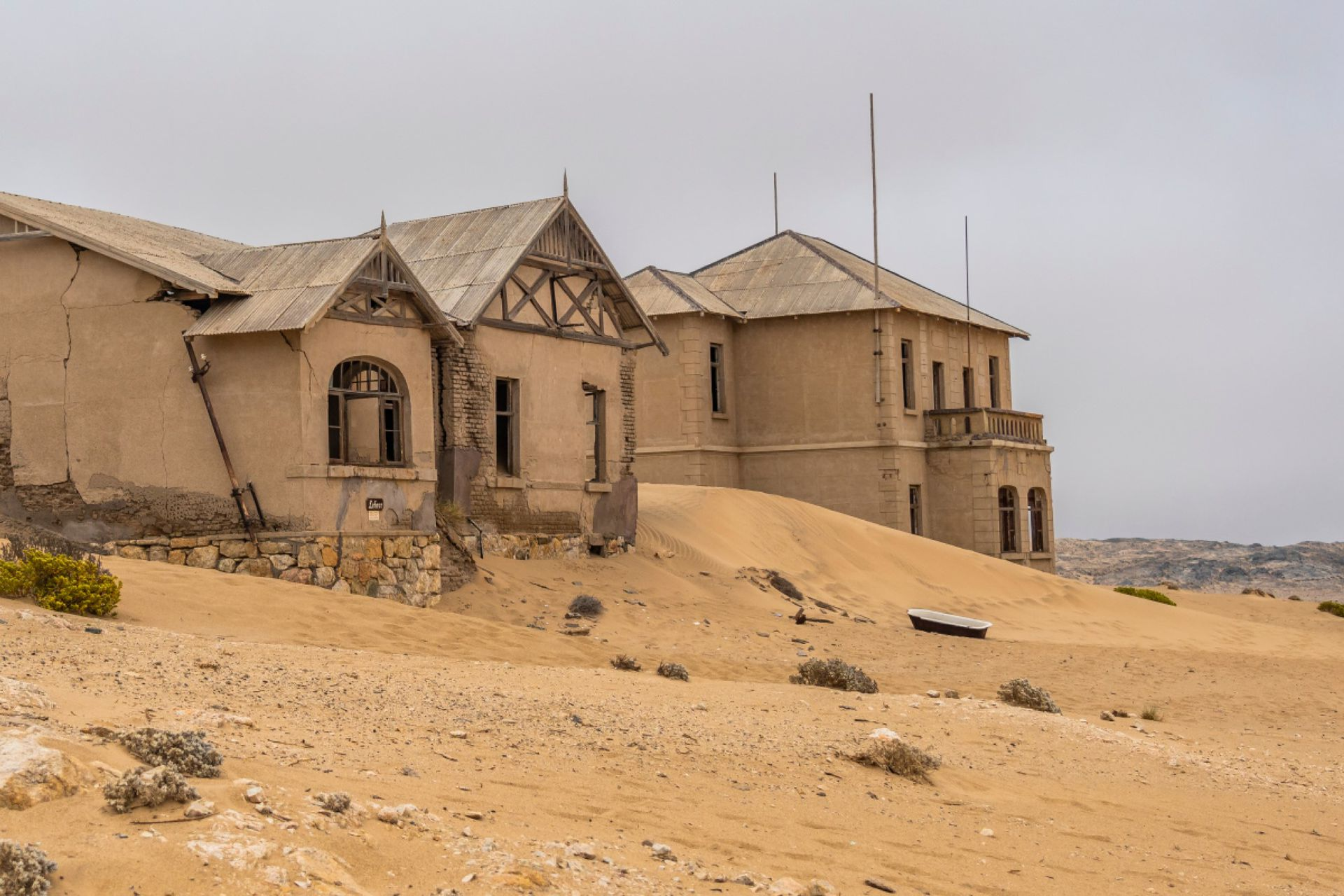 Kolmannskuppe ciudad fantasma y las casas en un día nublado