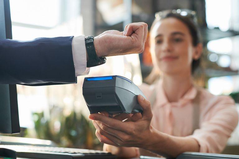 Muchos relojes deportivos y smartwatch ya pueden ser usados para hacer pagos sin usar el celular o la billetera