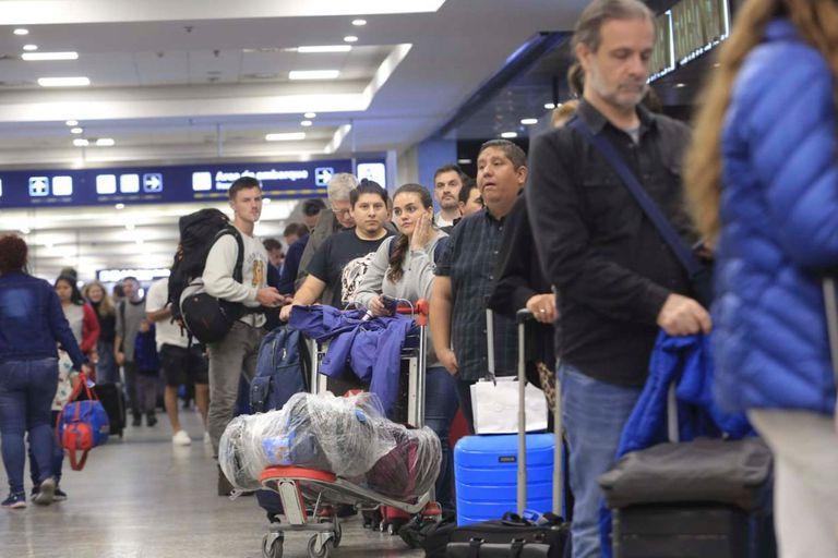 Ezeiza y Aeroparque: más de 120 vuelos cancelados y 14.000 pasajeros afectados