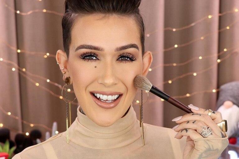 Thompson solía publicar tutoriales de maquillaje en su cuenta de YouTube