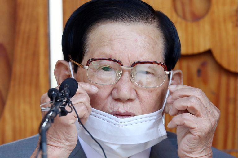 Lee Man-hee,fundador y líder de la Iglesia de Jesús Shincheonji, fue arrestado acusado de sabotear los esfuerzos para luchar contra la pandemia
