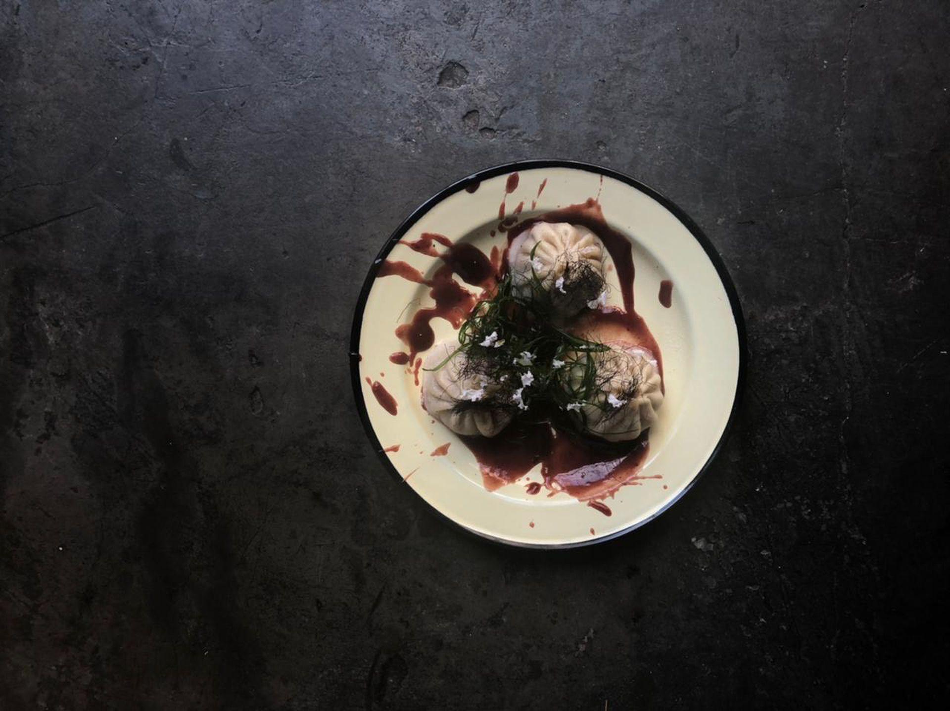 Lardo & Rosemary propone platos callejeros con un tratamiento gourmet.