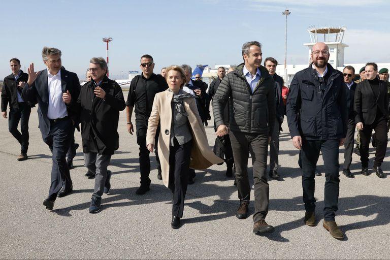 El primer ministro griego recibe a las autoridades de la UE