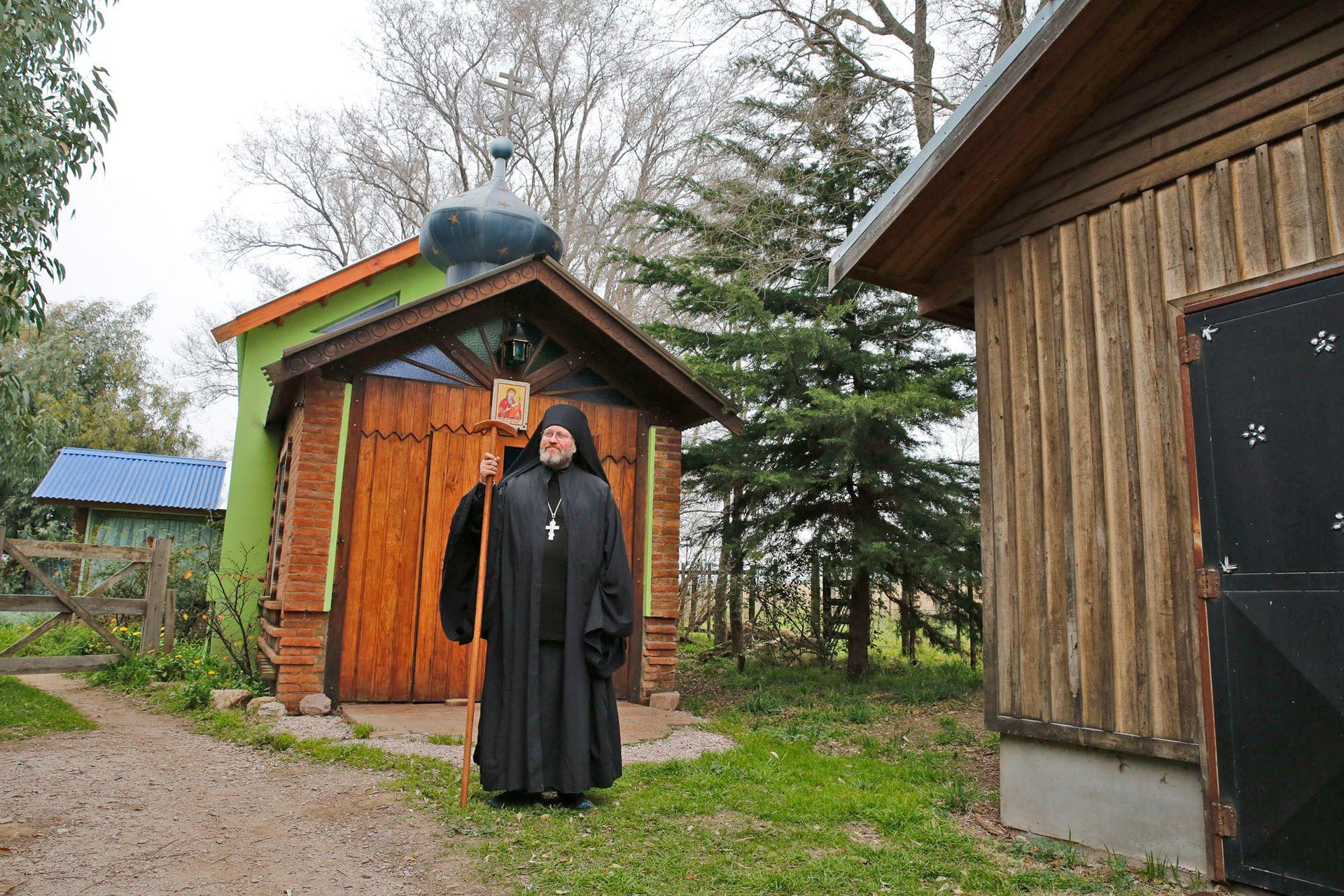 El monasterio está ubicado en las sierras de Curamalal, en el Partido de Saavedra, provincia de Buenos Aires