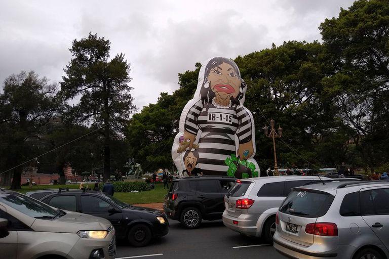 Un inflable anti K frente a la Facultad de Derecho