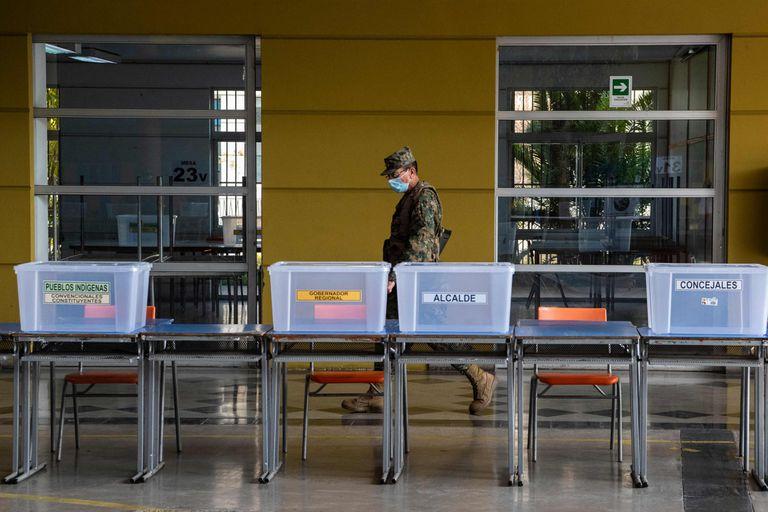 Un centro de votación en el estado Monumental en Santiago, Chile, el 14 de mayo de 2021