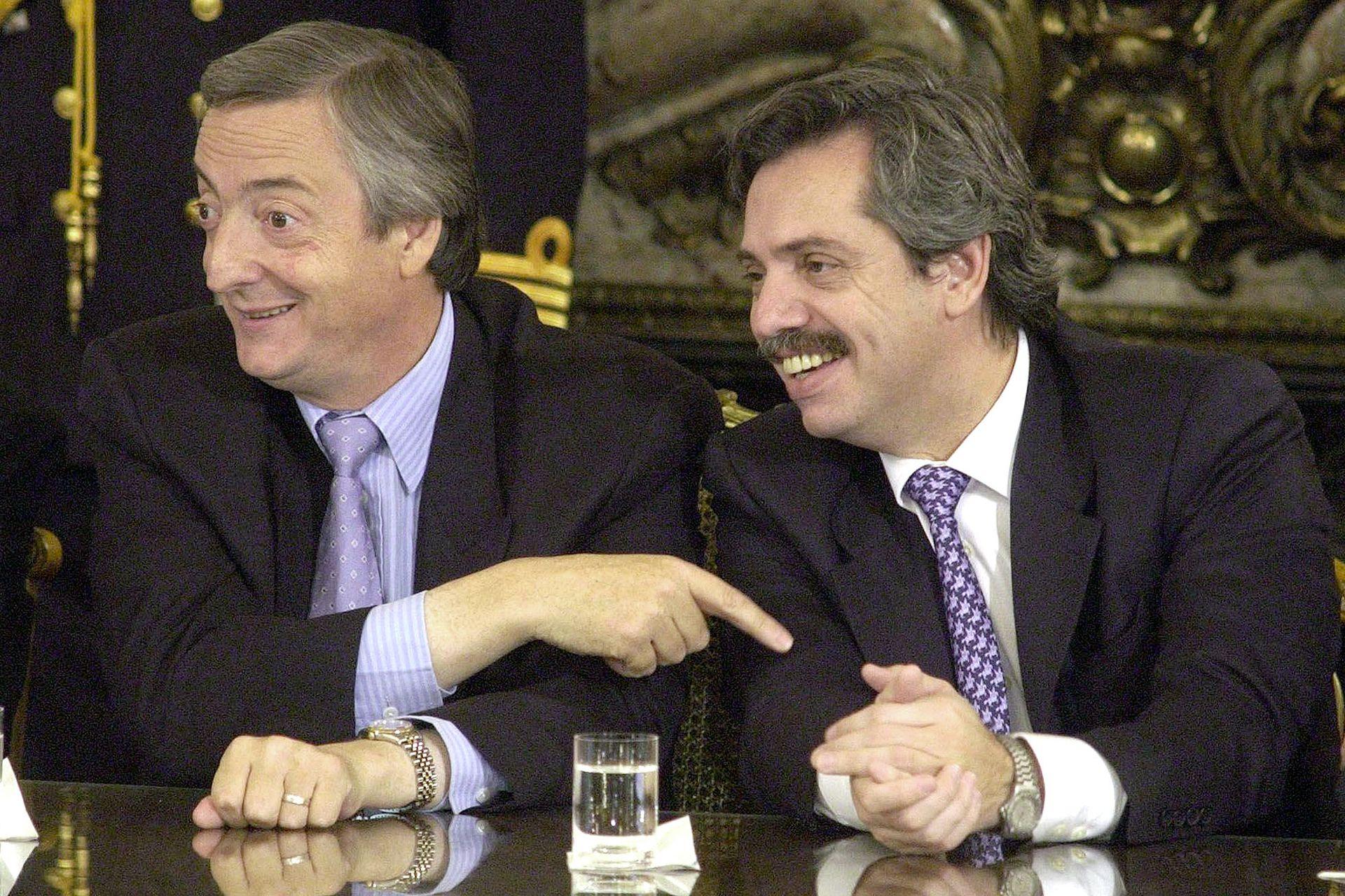 Durante el acto de creación del fondo fiduciario del gas en el Salón Blanco de la Casa Rosada (22 de abril de 2004)