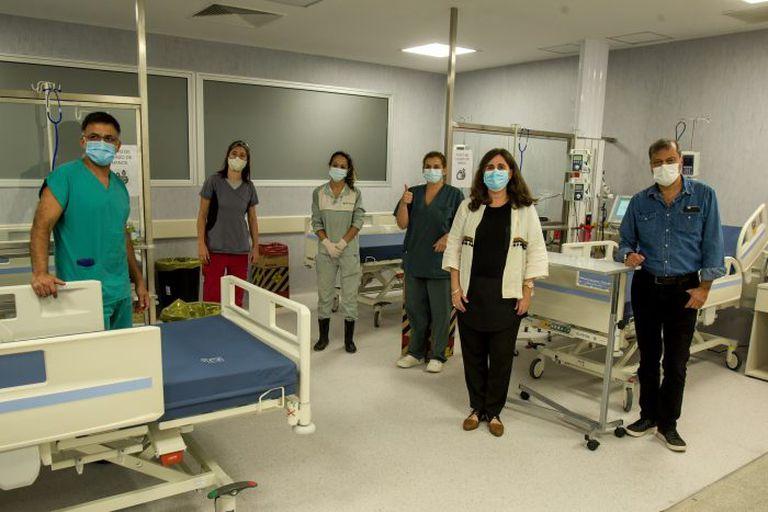 Las autoridades sanitarias buscan ampliar el número de camas mientras crecen los contagios y las internaciones. Ahora, suman espacios de terapia intensiva en el Hospital Central.