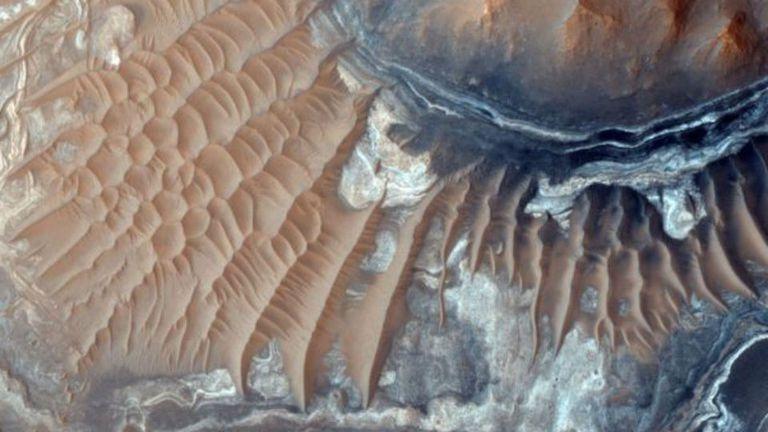 La nave Mars Reconnaissance Orbiter lleva fotografiando la superficie del planeta desde su órbita durante una década