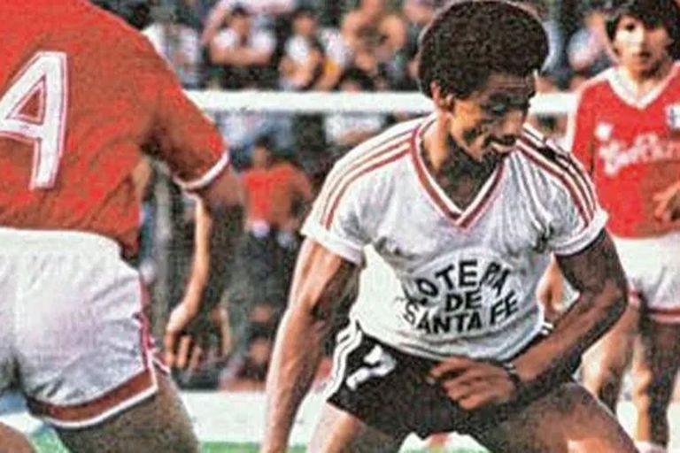 Anthony De Avila con la camiseta de Unión, en 1987