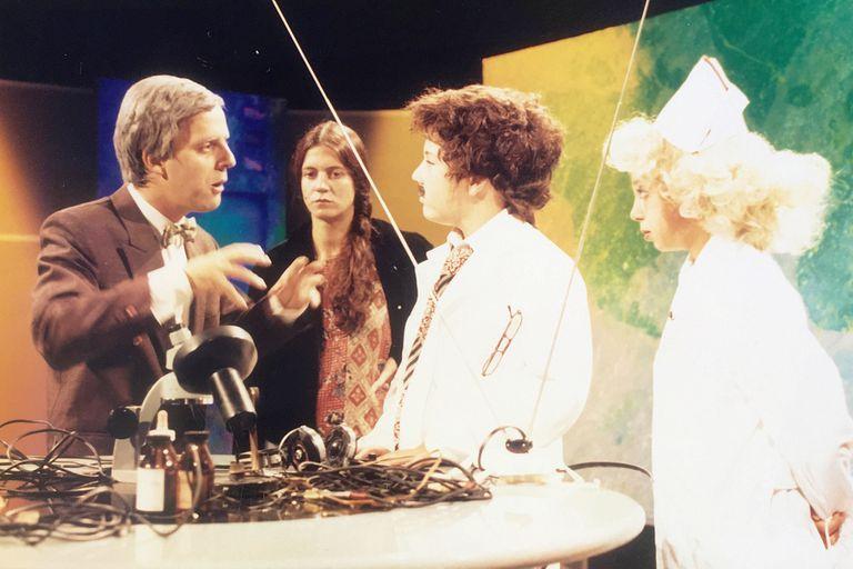 Mex Urtizberea y Nora Moseinco armando una escena junto a los actores Andrés Burecovicz y Laura Cymer