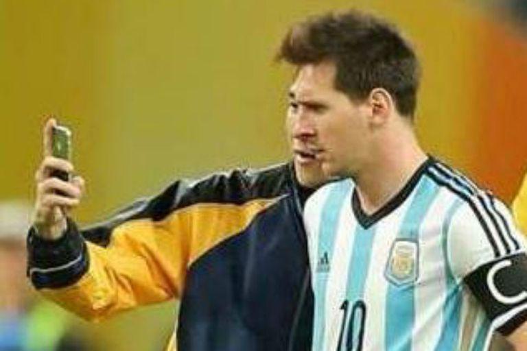 La selfie con Messi en pleno partido