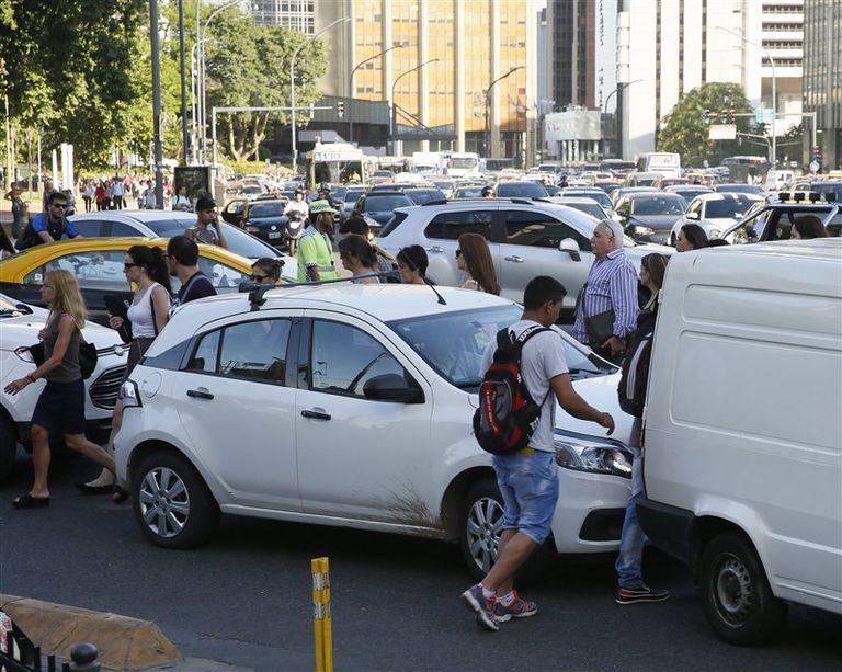 La ciudad, un caos por la inusual afluencia de autos