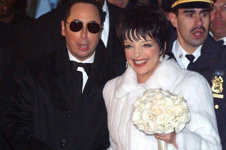 Liza y David tuvieron de padrinos a Elizabeth Taylor y Michael Jackson en 2002