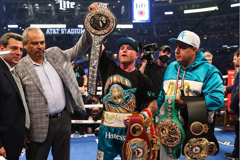 """Saul """"Canelo"""" Alvarez, con su triunfo sobre Billy Joe Saunders, unificó tres coronas de la categoría supermediano"""