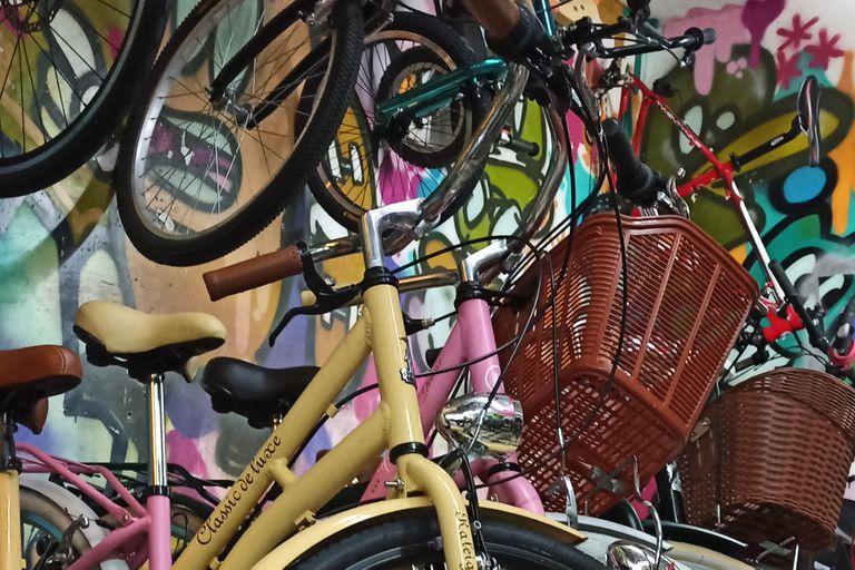 La bicicleta no solo es un medio de transporte que promueve el ejercicio, sino que además colabora con el medio ambiente; en Bici Urbana ofrecen todo tipo de modelos y hasta los personalizan