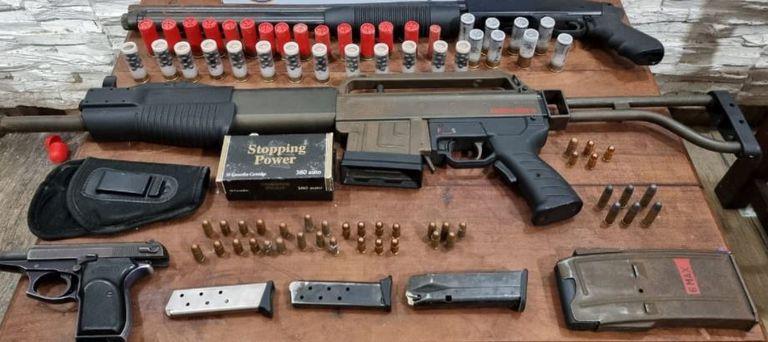 El arsenal perteneciente a la banda de delincuentes fue secuestrado por personal de la PFA