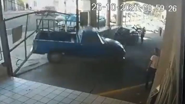 La extrema reacción de un conductor al que le llevaron la camioneta por mal estacionamiento