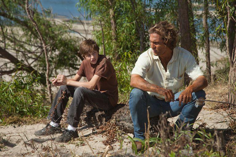 Tye Sheridan y Matthew McConaughey en Mud