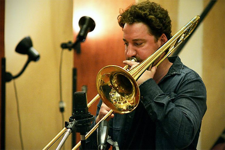 El trombonista y armoniquista Francisco Salgado organizaba el ciclo Punto de Fuga, un espacio de búsqueda que combina arriesgadas propuestas sonoras con experiencias visuales