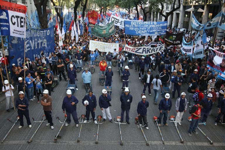 Con reclamos, las organizaciones sociales oficialistas salen a la calle