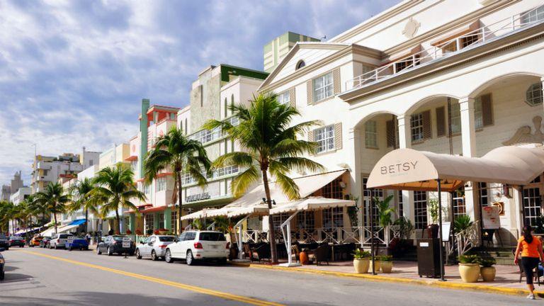 Ocean Drive es una de las principales avenidas de Miami Beach