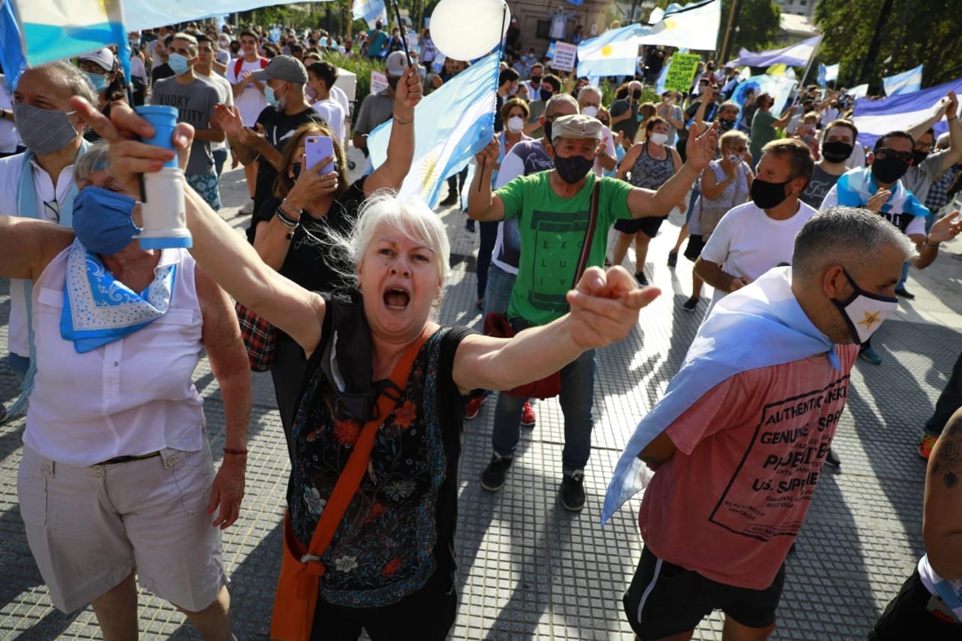 Gente de todas las edades en la manifestación llevada a cabo en la Plaza de Mayo