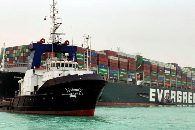 Canal de Suez: lo que la saga del barco encallado nos enseñó sobre el mundo