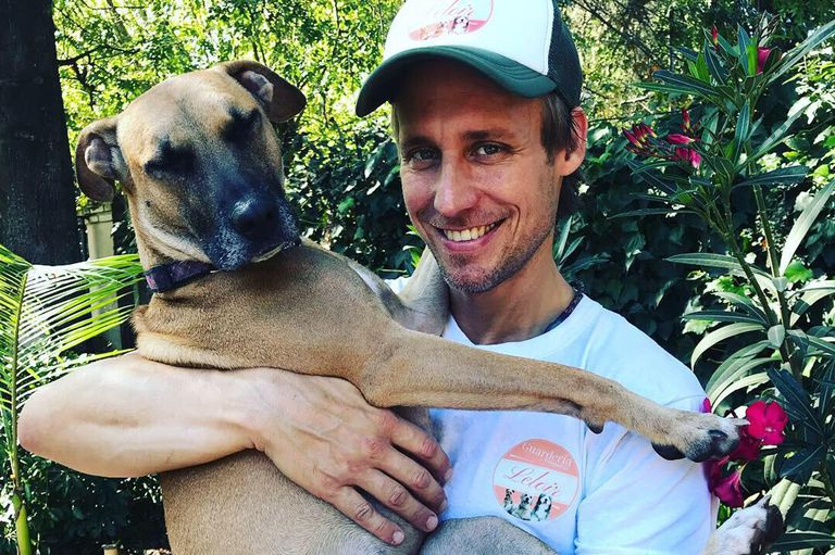 Marcelo Bossart es el dueño de Guardería Leloir; tiene lugar para albergar hasta 25 perros