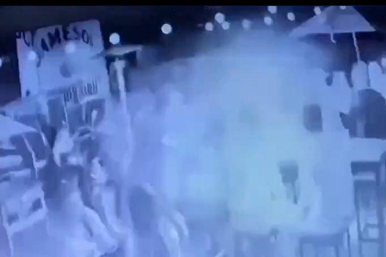 Video. Así fue la explosión en el bar de San Miguel donde murió una joven
