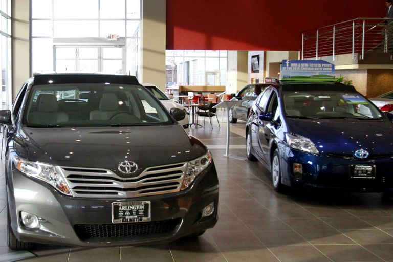Las menores ventas de autos provocaron una queja del jefe del sindicato Smata contra los concesionarios