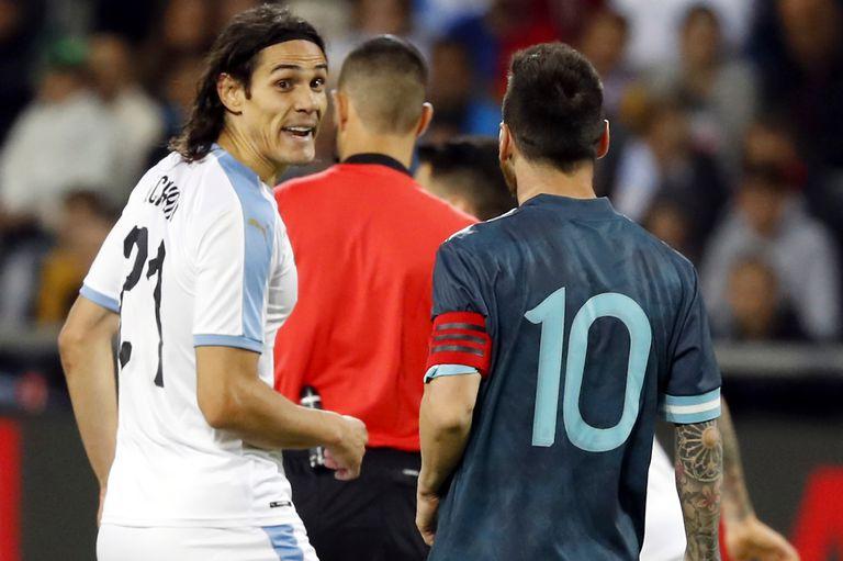Edinson Cavani regresa luego de una suspensión y volverá a cruzarse con Lionel Messi en la cancha; Argentina y Uruguay juegan por la Copa América.