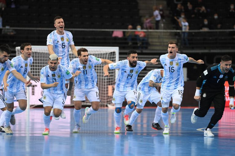 Argentina no se detiene: sacó a Rusia por penales, está en semifinales y va por Brasil